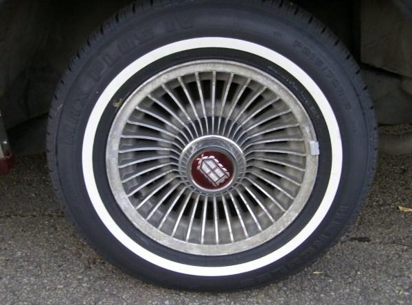 mercury-1985-marquis-red-wheel