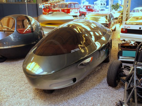 Ellipsis VII at the Rheims museum next to its sibling, the Ellipsis City bubble car. Photo: Wikipedia