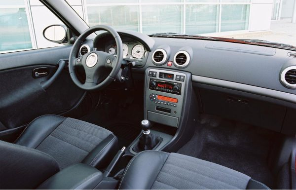l-2004-mg-zs180-interior