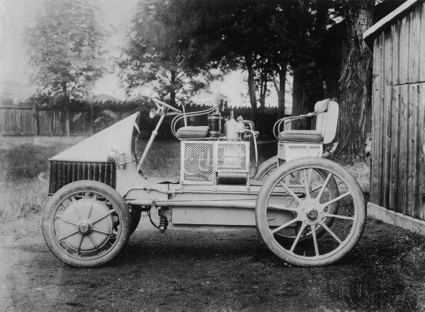 1901 Lohner-Porsche with FWD and gasoline engine (early examples had batteries).