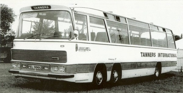tanners_international_coach_pel_996g_bedford_val