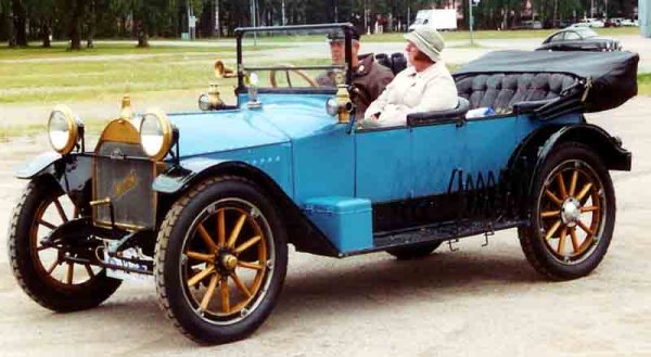 hupmobile_model_32_touring_1913