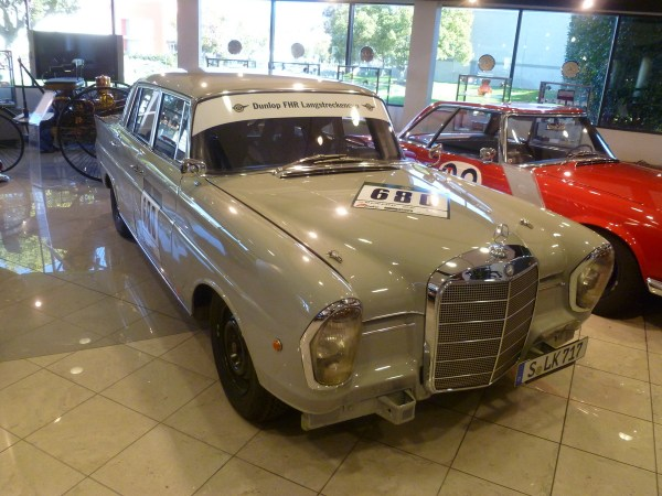 Mercedes-Benz Classic Center 220SEb