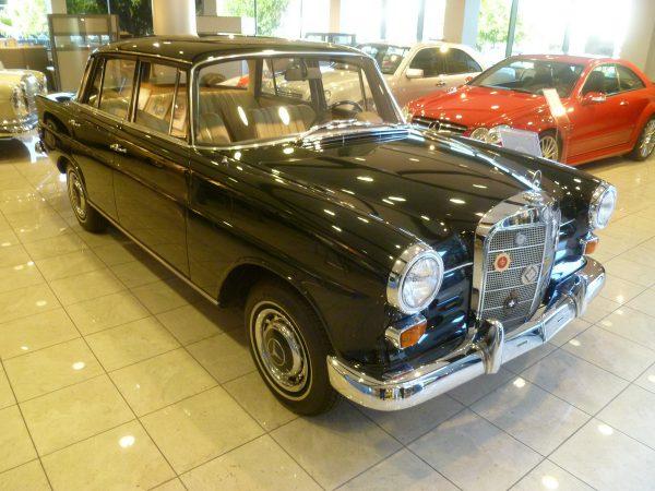 Mercedes-Benz Classic Center 1968 230