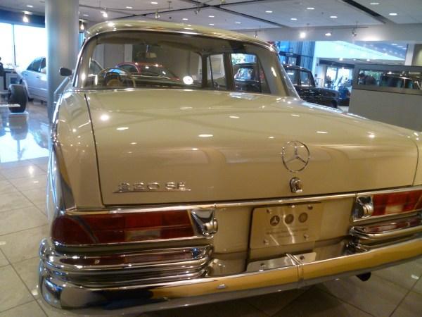 Mercedes-Benz Classic Center 1964 220SEb