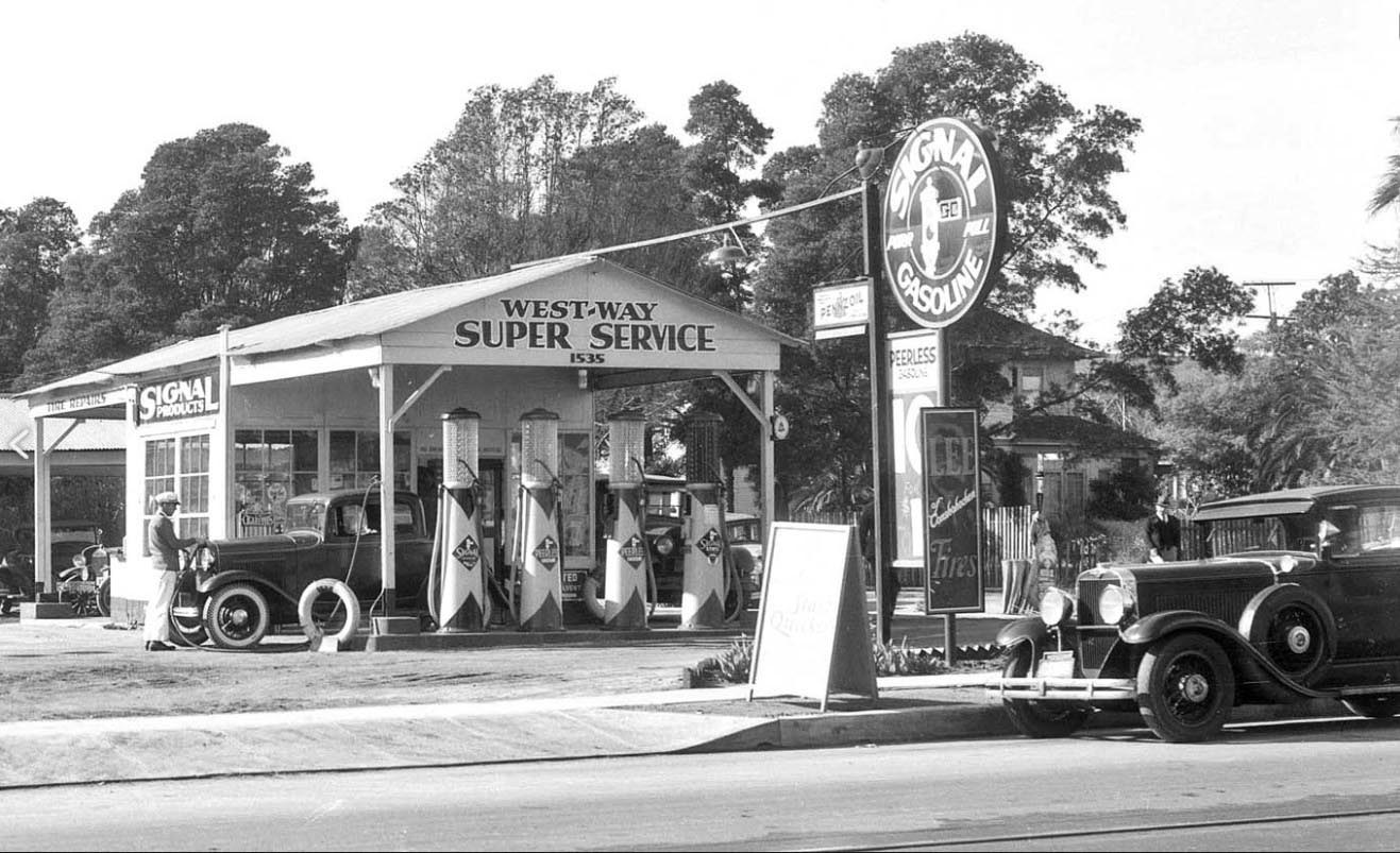 Service Station Classics: The Innovative Auto Salons of Early Los ...