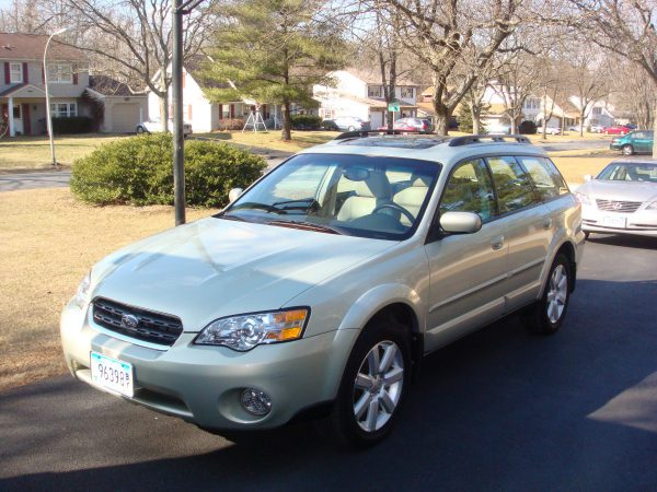2006 Subaru Outback front left view