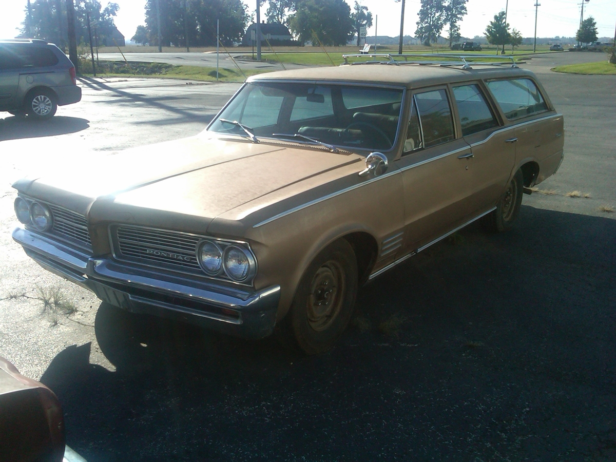 Curbside Classic 1964 Pontiac Tempest Custom Safari In Defense Of Ford Gran Torino I Can Only Imagine The Poor Kid Who Went With His Parents To Dealer There Would Undoubtedly Have Been A Hot Gto On Showroom Floor