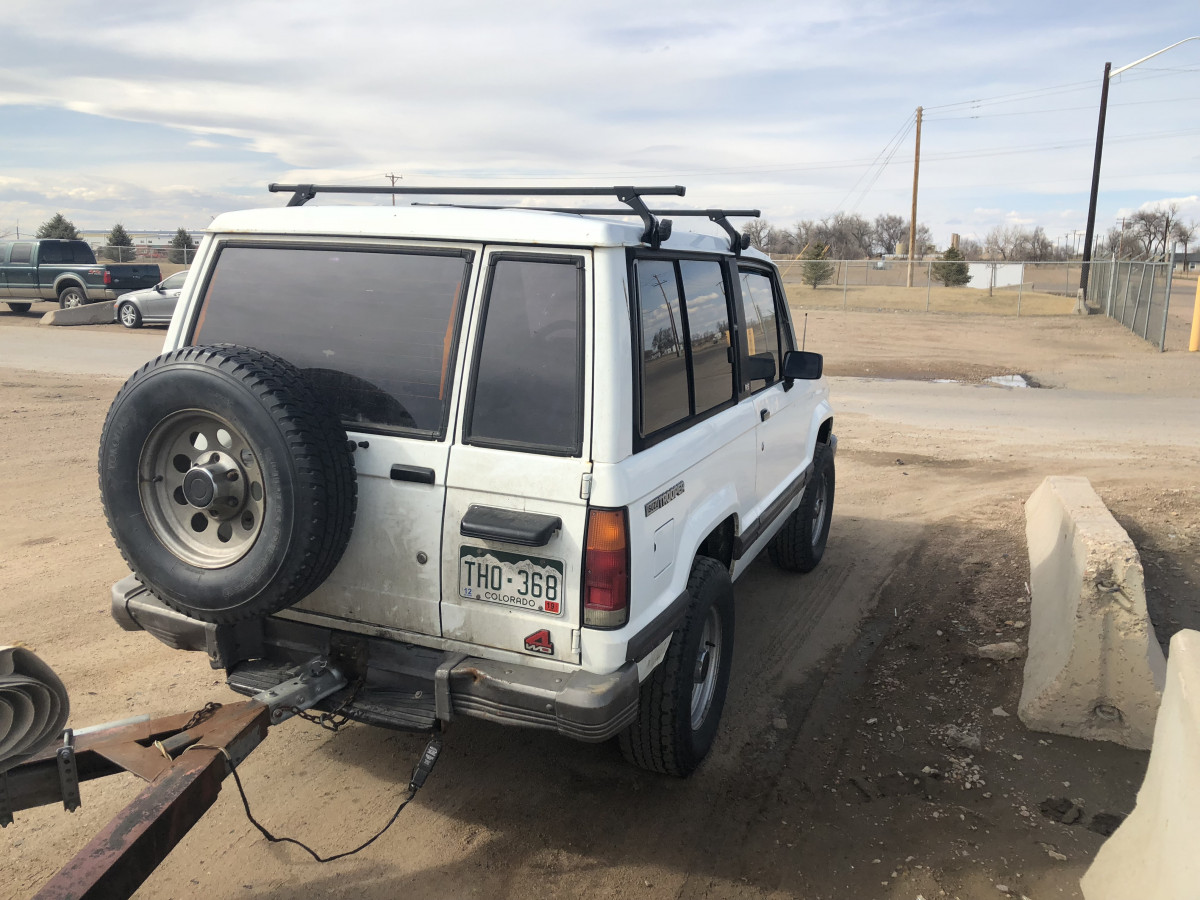 CC Outtake: 1989 Isuzu Trooper RS (SWB) – Fridges Hauling