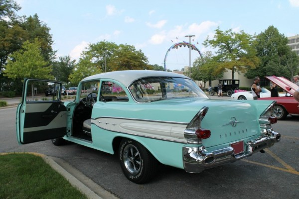 1957 Pontiac Chieftain.