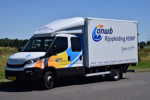 Iveco Daily double cab box truck