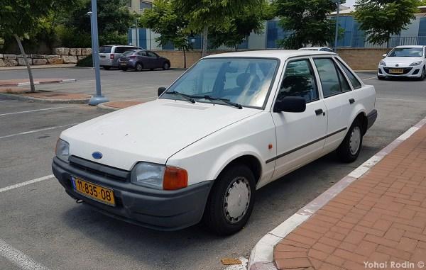 White Ford Escort 1.3 CL