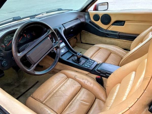 1985 Porsche 928S Interior