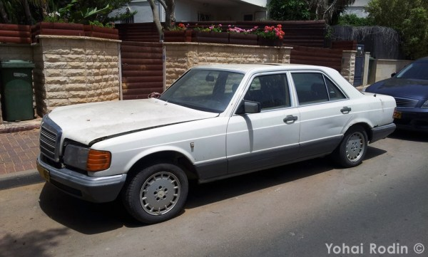 White Mercedes-Benz W126