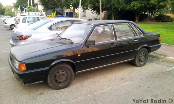 Black Audi 80 B2