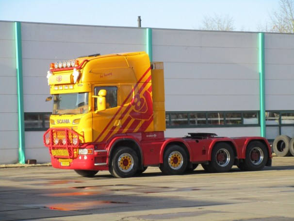 Scania R560 8x4 heavy-haulage tractor