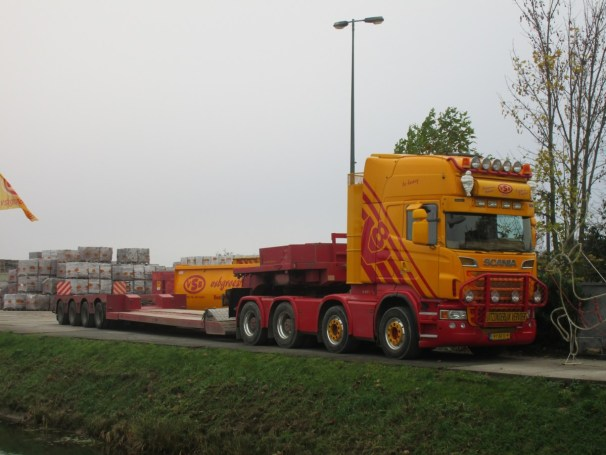 Scania R560 8x4 with Broshuis lowbed semi-trailer