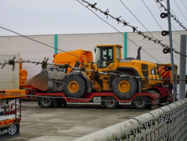 Draco trailer with Volvo L120G