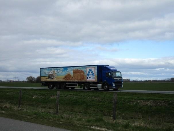 Volvo FM 4x2 - temperature controlled semi-trailer
