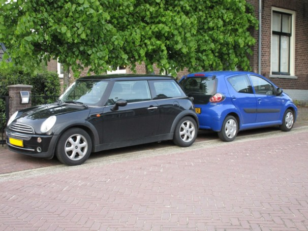 2005 Mini One vs 2009 Toyota Aygo - 2