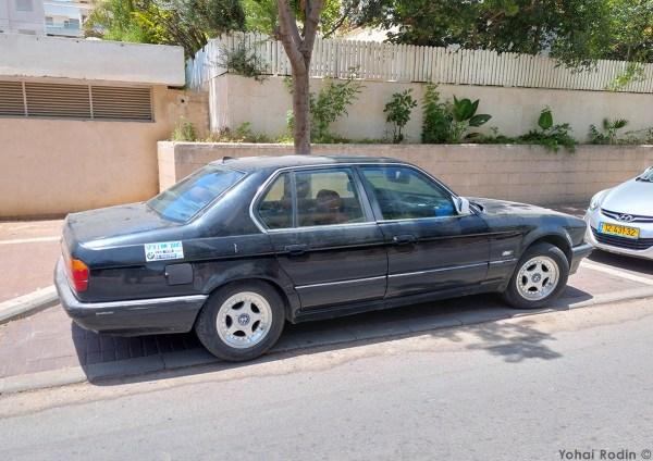 black BMW E32