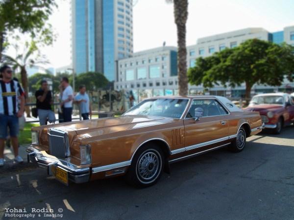 Brown Lincoln Continental Mark V