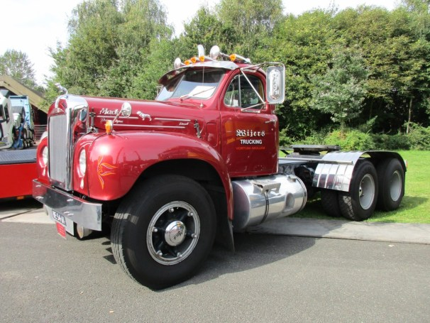 1964 Mack B61 - 2
