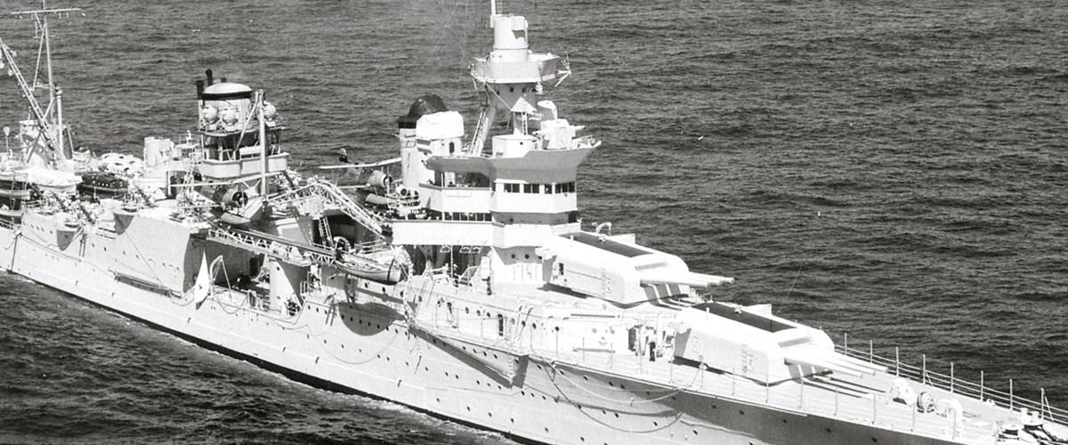La tragédie de l'USS Indianapolis, quand les requins sont aussi dangereux que les Japonais...