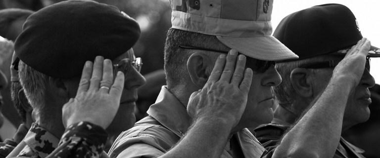 D'où vient le salut militaire ?