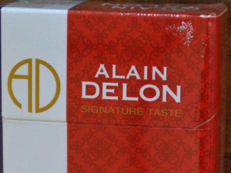 Alain Delon est connu en Asie pour les cigarettes