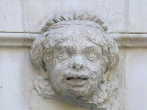 Une borgnesse fait l'éducation sexuelle de Louis XIV