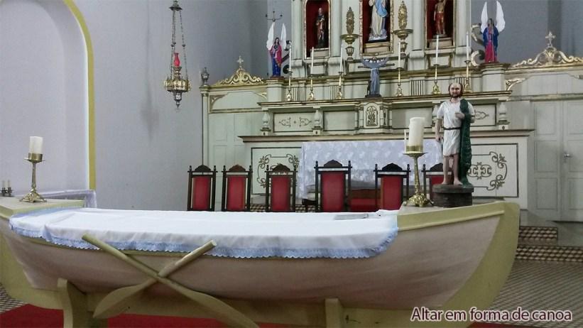 Altar em forma de Canoa