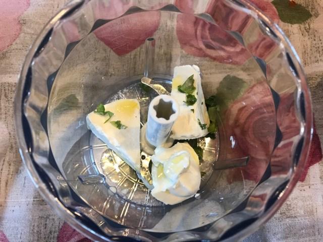 salsa al formaggio e basilico