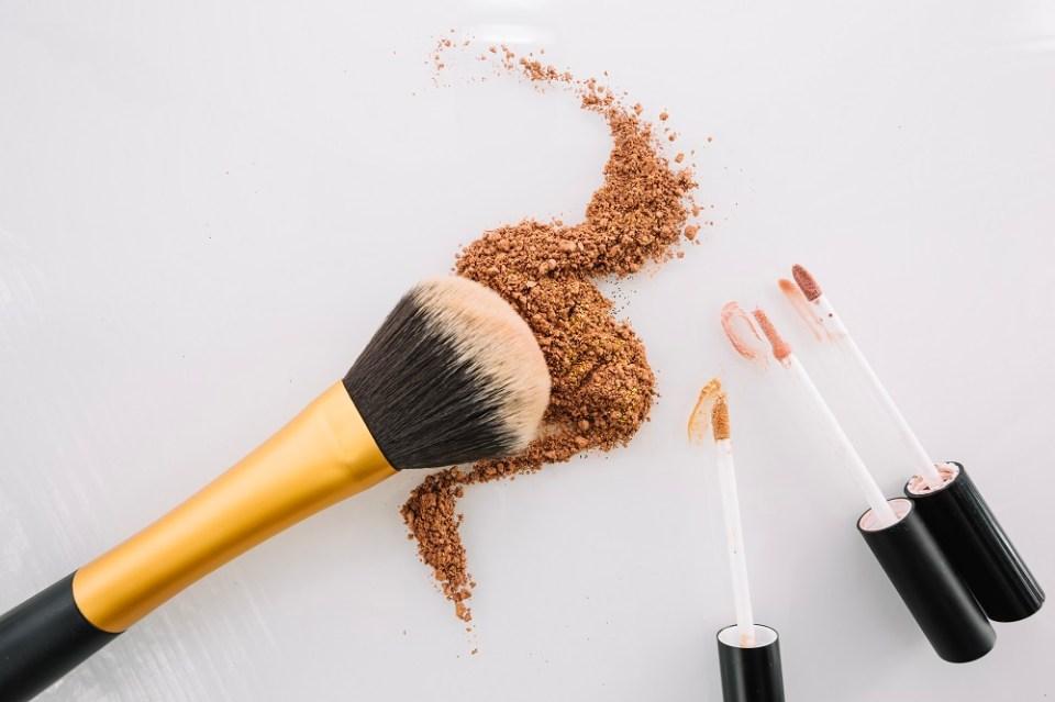 El corrector sirve para esconder imperfecciones de la piel