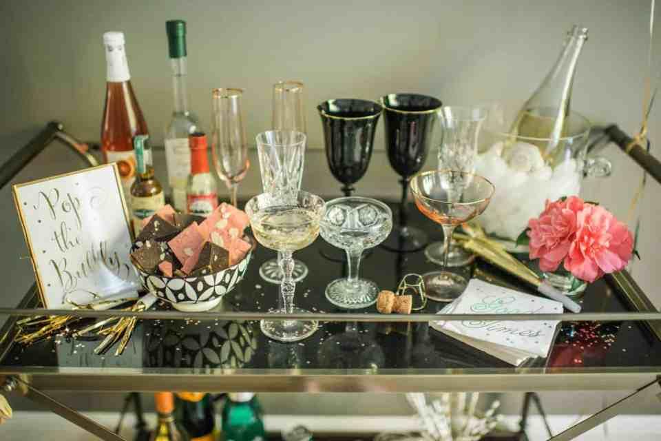 Champange bar, ideas DIY para decorar la mesa de Nochevieja