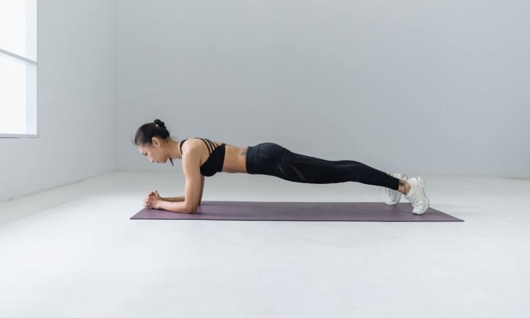 Los mejores ejercicios para hacer la operación bikini en casa