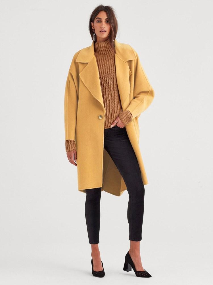 abrigo largo, una de las  recomendaciones de abrigos para este invierno que siempre funcionan