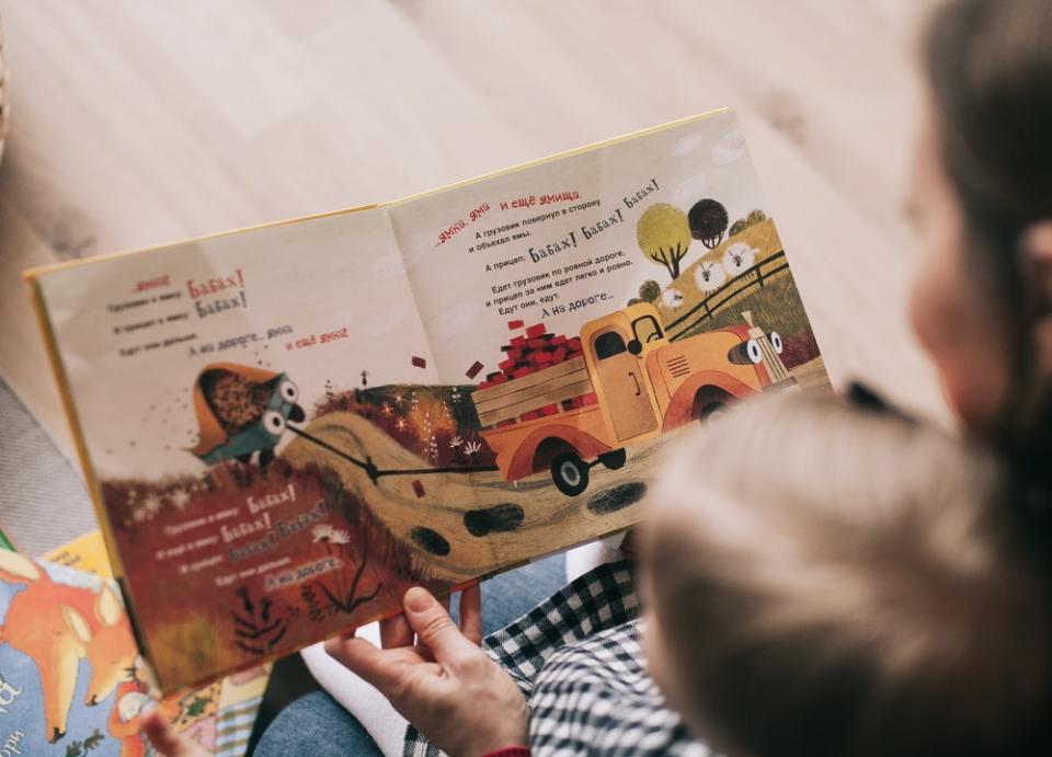 Lee en voz alta a los niños desde que son muy pequeños