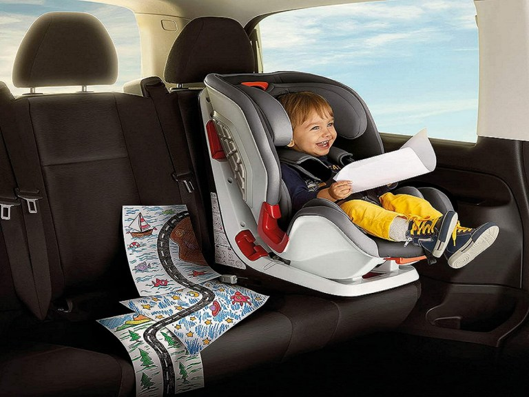 Colocar la silla de viaje en el coche debe seguir directrices de las autoridades