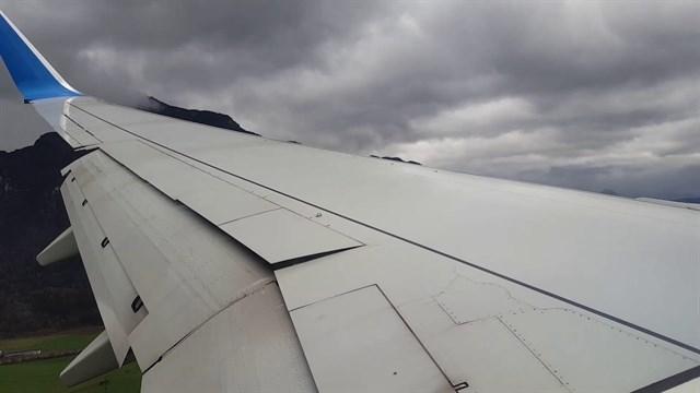 Si tienes miedo a volar no mires el aterrizaje de este avión.