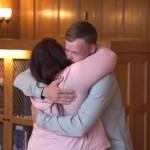 Su marido se suicida y ella encuentra al hombre al que le trasplantaron su rostro (VÍDEO)