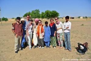 groupe safari dans le désert