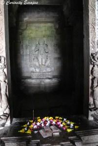 Offrande dans un temple de Khajuraho