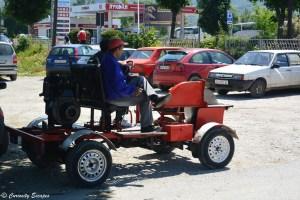 Tracteurs sur les routes de Macédoine