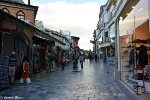 Rue principale du centre d'Ohrid, Macédoine
