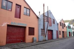 Rue colorée d'Heimaey, îles Vestmann
