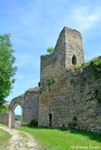Les vestiges de la colline Saint-Hippolyte, Crémieu, Isère