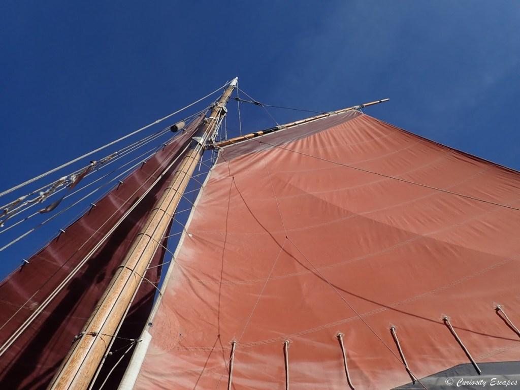 Voile aurique d'un voilier à Sète