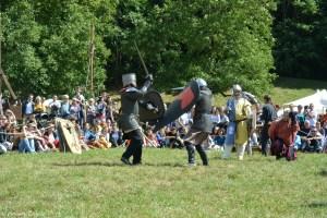 Combat d'épée aux Médiévales de Crémieu