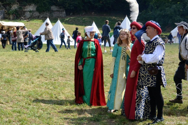 Visiteurs costumés aux Médiévales de Crémieu